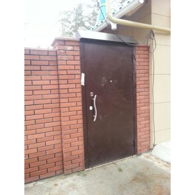 Дверь на улице