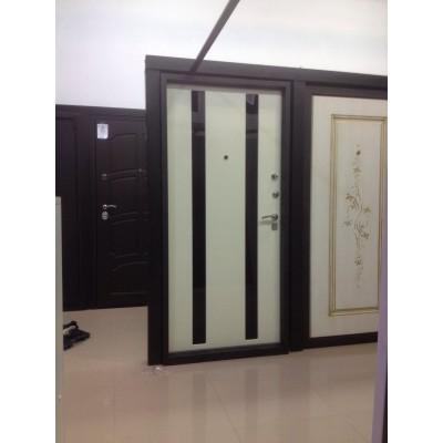 Дверь белая